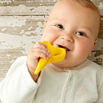 BUBA7232-I-Massageador-de-gengiva-para-bebe-Bananinha--3m-----Buba