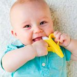 BUBA7232-J-Massageador-de-gengiva-para-bebe-Bananinha--3m-----Buba