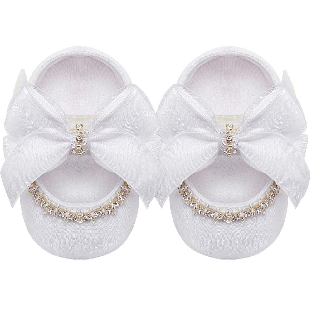 01328002001_A-sapatinho-bebe-menina-sapatilha-cetim-laco-strass-branca-roana-no-bebefacil-loja-de-roupas-enxoval-e-acessorios-para-bebes