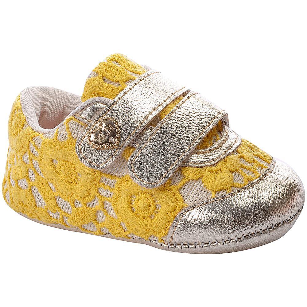 KN418945000-A-Tenis-c-velcro-para-bebe-Dourado-Amarelo---Klin