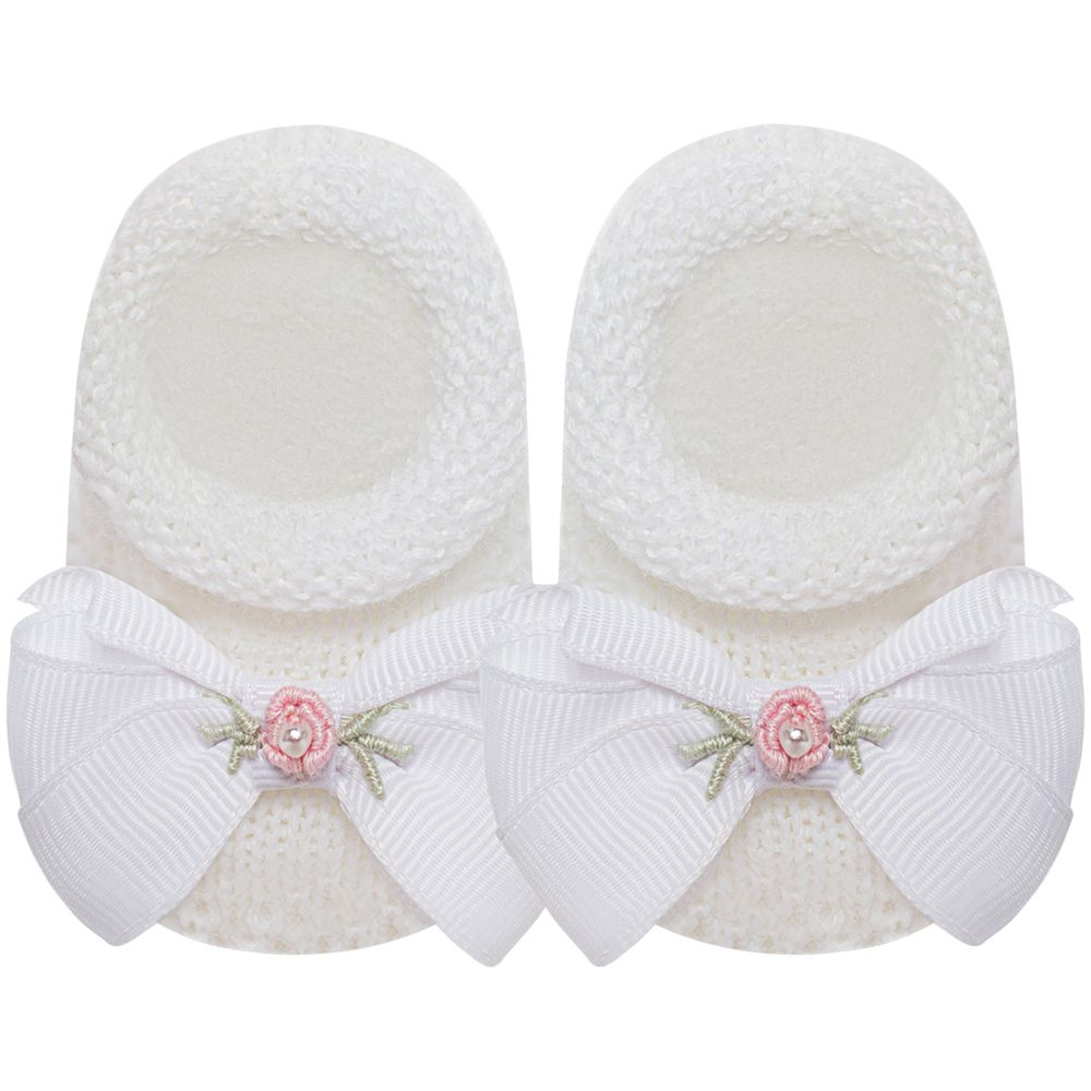 01419027307-A-sapatinho-bebe-menina-sapatinho-tricot-laco-e-mini-flor-branco-roana-no-bebefacil