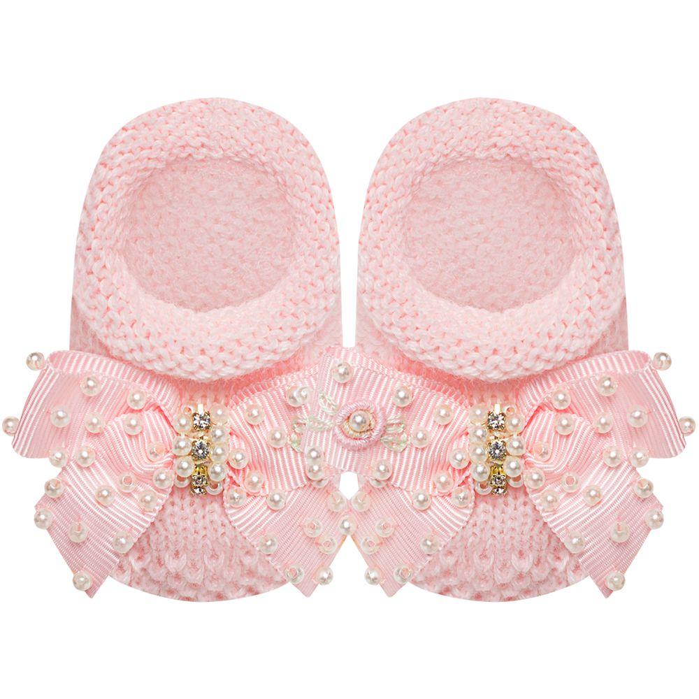 01429005046-A-sapatinho-bebe-menina-sapatinho-tricot-laco-strass-e-mini-perolas-rosa-roana-no-bebefacil