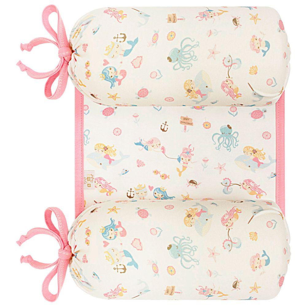 20790-T08-A1-enxoval-e-maternidade-bebe-menina-segura-nene-em-suedine-mar-anjos-baby-no-bebefacil