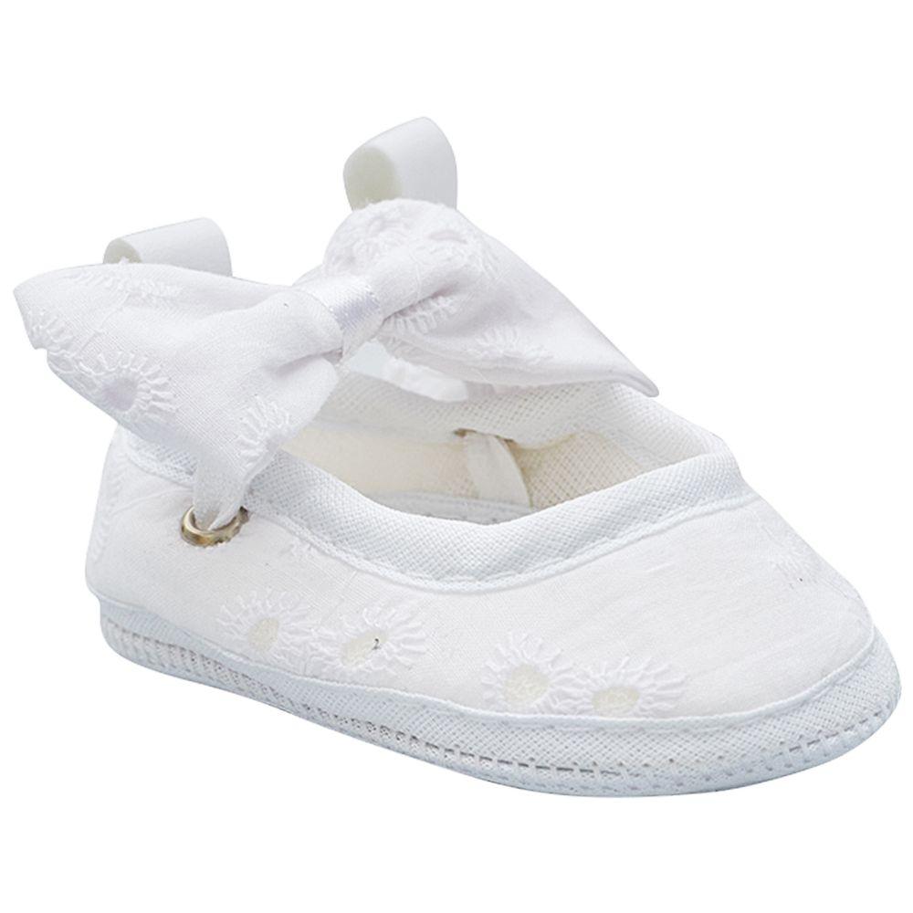 BBG-1838001-A-Sapatilha-para-bebe-Bordado-Branco---Baby-Gut